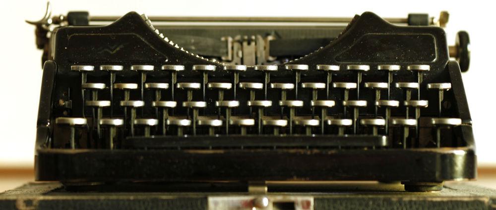 typewriter-472845_1280